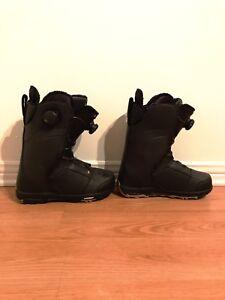 Women Ride snowboard boots 8.5. LIKE NEW