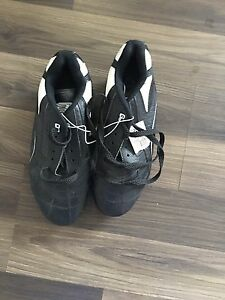 Soccer shoes size 9 brand new