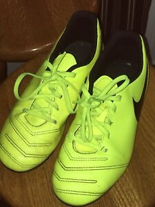 GUC boys (youth 6) Nike soccer cleats