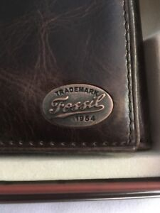 FOSSIL- Aviator-Mens-Brown-Trifold-Wallet-With Key Chain