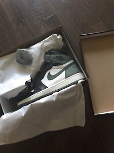 Nike air Jordan 1 Clay green sz 10 DS $280