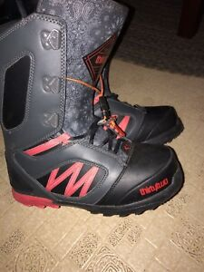 Thirty two snowboard boots