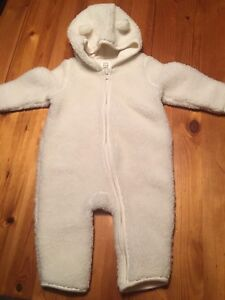Fleece snowsuit (Baby Gap) 6 - 12 months