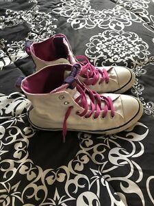 Ladies Converse high tops - size 7