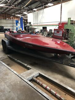 Ski boat 350 chev