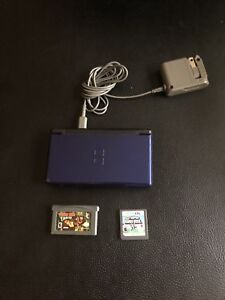 Fantastic Condition Nintendo DS Lite with 2 games & charger!