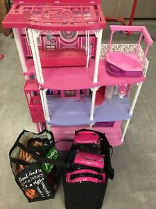 Barbie house + accessories