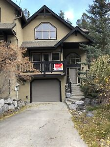 4 Bedroom Duplex in Canmore with attached Garage