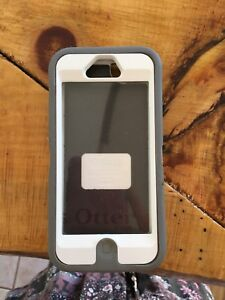 Otter box iPhone 5/5s