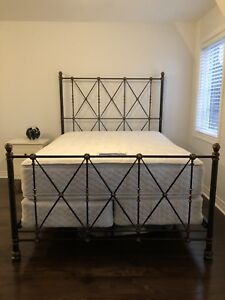 Bombay Company Metal Bed Frame (Queen>