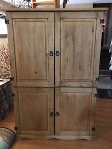 TV entertainment unit / hutch / armoire