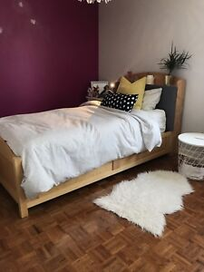 Ensemble de meuble en bois et un matelas lit simple