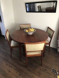 MUST GO Vintage Retro Mahogany Extendable Table with Chairs
