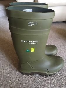 Brand new Dunlop Purofort Thermo steel toed rubber boots Size 10