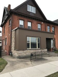 Huge 3 Bed Apartment Downtown $1275+hydro Mar 1st