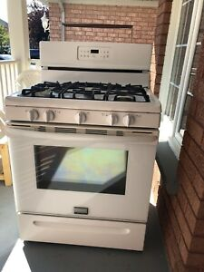 FRIGIDAIRE GAS STOVE AND OVEN ON SALE WITH 1 YEAR WARRANTY