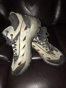 Ladies size 10 hiking shoes great condition