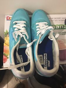 Reebok brand new running shoes size 9 -
