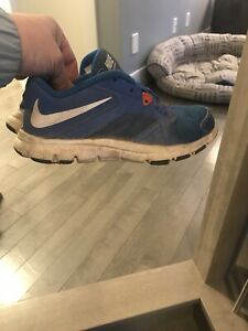 Size 3.5 kids Nike sneakers