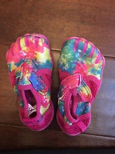 Size 4 Toddler girls rainbow water shoes