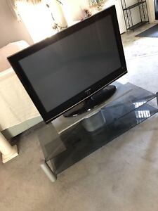 43 inch Samsung TV with stand