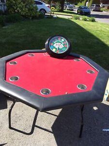 Table de poker et horloge illuminée