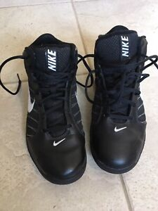 Basketball Shoes-Nike