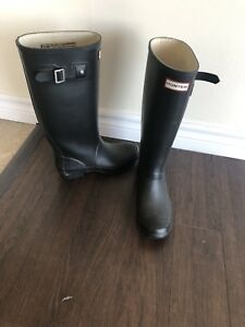 Hunter boots with socks - size 6