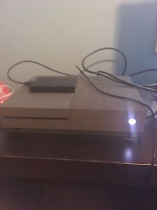 1.5tb 10/10 Xbox one s with 13 games 2 controllers