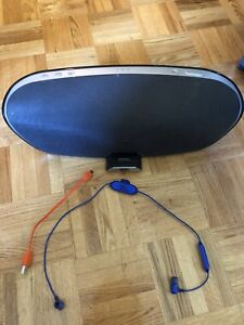 JBL Package: Wireless speaker and earphones in great condition