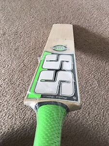 Cricket bat sale Hoppers Crossing Wyndham Area Preview