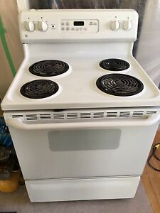 White GE Electric Self cleaning oven. Exc condition.
