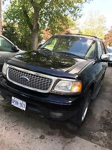 Ford Expedition xlt 8 seater with chrome rims