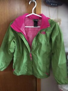Girl s jacket north face  35 firm