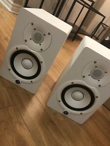 2 x White Yamaha HS5 Studio Monitors