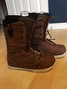 32 snowboard boots size 8.5