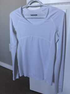 FOREVER 21 ACTIVEWEAR LONG SLEEVE TOP-NEW!