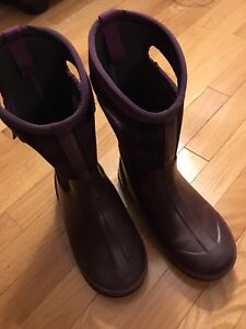 Bogs winter boots size 4