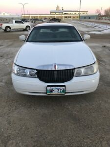 2000 Lincoln Town Car for sale.