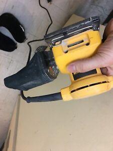 Dewalt hand sander with case