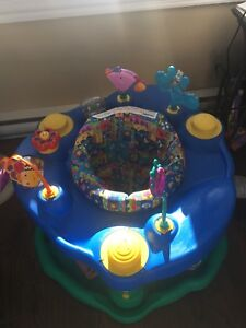 Exersaucer for growing baby