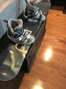 Snowboard (159cm) and boots