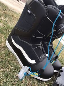 Vans size 12 Snowboard boots and electric goggles