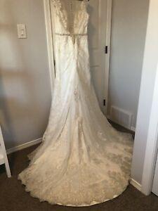 CUSTOM LACE WEDDING DRESS LIKE BRAND NEW