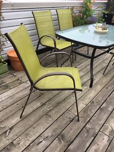 Patio table  with 4 chairs - good condition