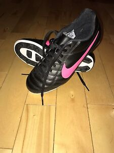 Nike soccer cleats Brand New size 4y