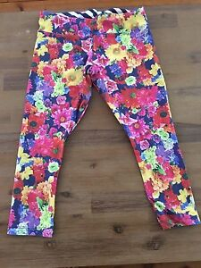 Floral Lorna Jane tights Bolton Point Lake Macquarie Area Preview