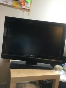 32 inch LG TV with TV table