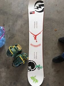 2007 stepchild snowboard for sale+ 2007 agency bindings