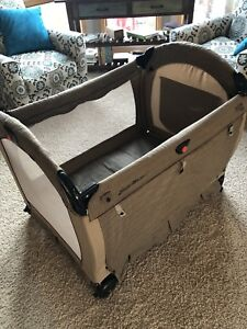 Travel playpen